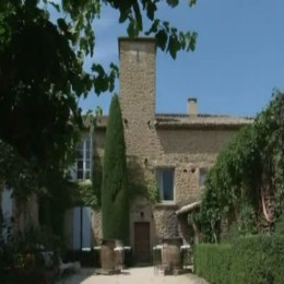 chateau-d-hugues-01